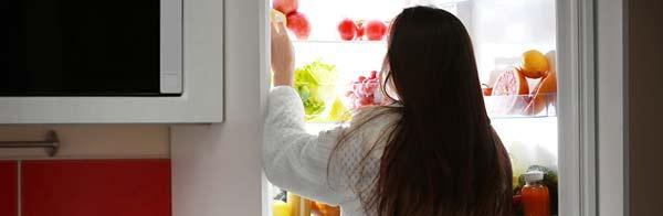 La stimulation cérébrale pourrait réduire les fringales, en particulier la consommation d'aliments riches en glucides.